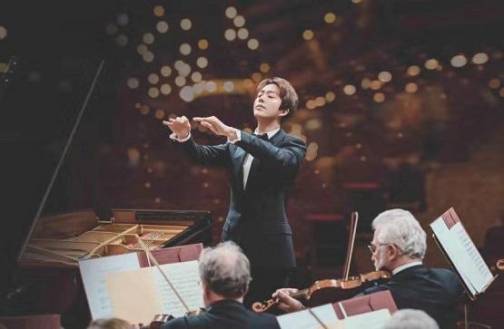 李云迪携手华纳 首次挑战演奏指挥全球发布肖邦协奏曲大碟